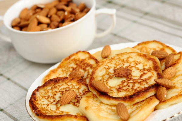 pancakes with almonds